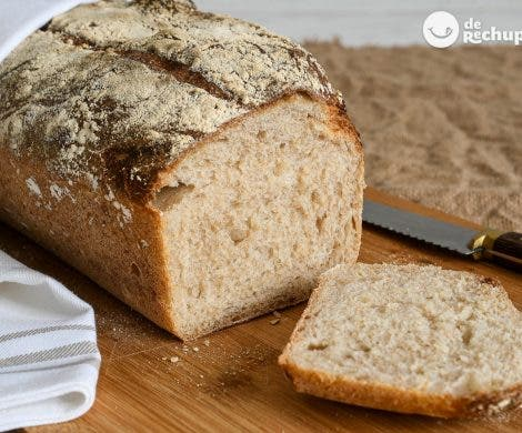 Pan rústico de trigo con masa madre
