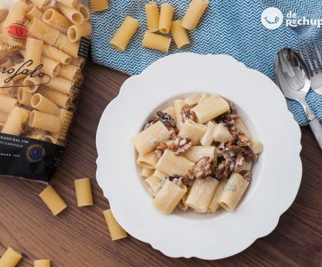 Pasta rigatoni con gorgonzola, peras y nueces