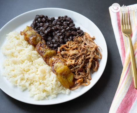 Pabellón criollo venezolano. Arroz con carne mechada y caraotas