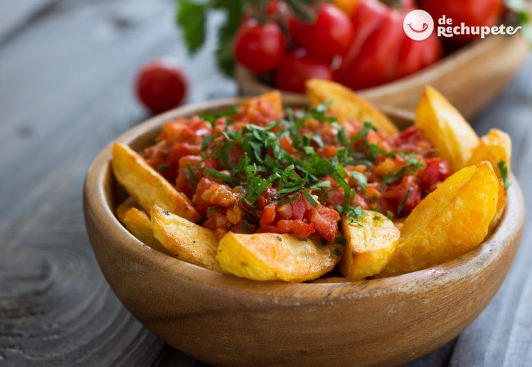 Patatas con salsa de tomate picante o brava