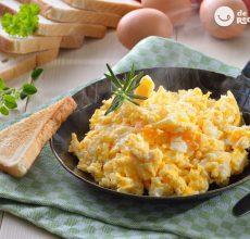 Cómo hacer huevos revueltos perfectos y jugosos a la primera