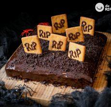 Tarta de chocolate cementerio para Halloween