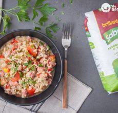 Arroz meloso con salchichas y tomate. Receta de arroz fácil y sabroso