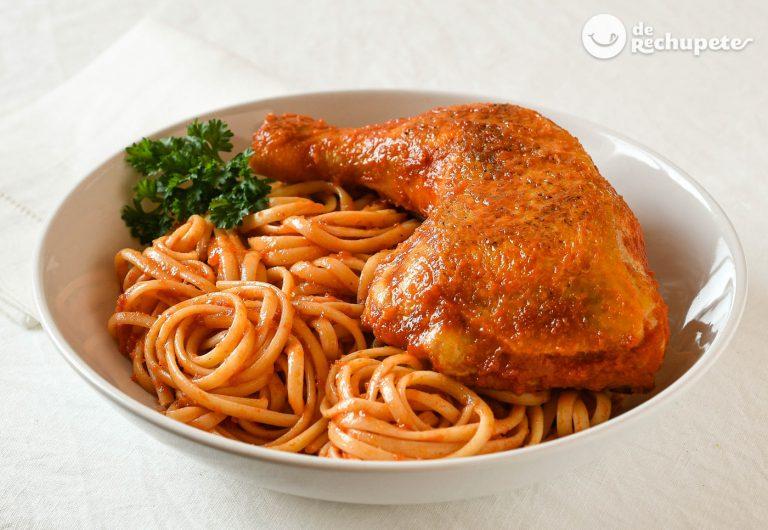 Tallarines rojos con pollo. Receta peruana fácil