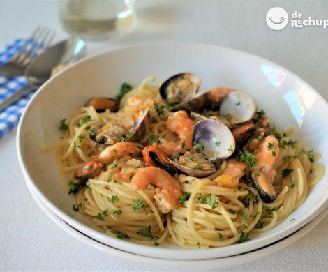 Espaguetis con marisco. Receta de pasta fácil y deliciosa