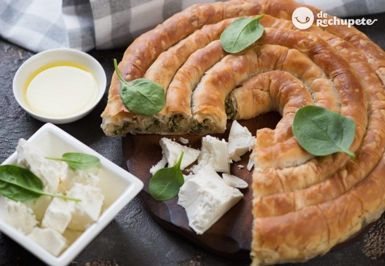 Spanakopita. Pastel griego de espinacas y queso feta