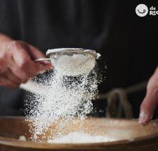 Tamizar. La técnica de cocina que siempre usarás en tus postres