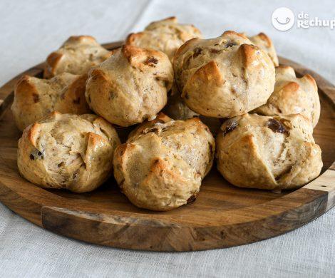 Hot cross buns. Dulce tradicional británico en Semana Santa