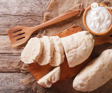 Knedlíky o pan esponjoso para acompañar. Receta tradicional checa
