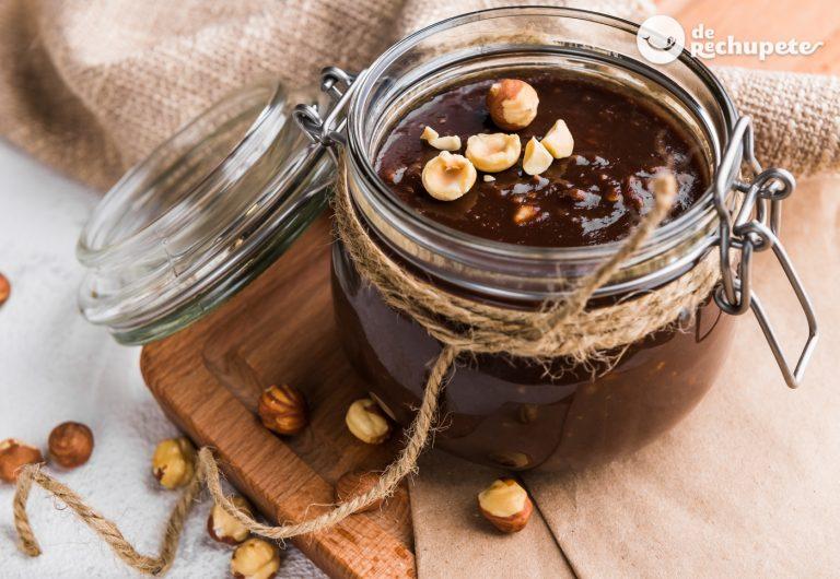 Peanutella o Nutella casera. Crema de cacao y avellanas fácil