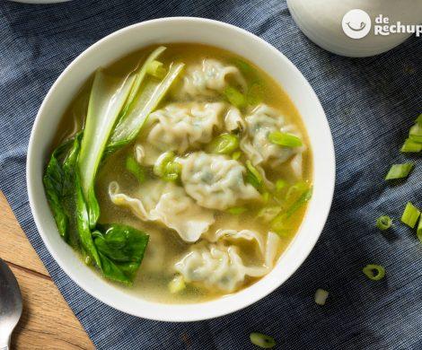 Sopa wonton o wantán con pak choi. Receta china deliciosa