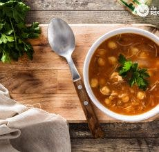 Harira. Sopa de legumbres, carne y tomate. Receta marroquí tradicional