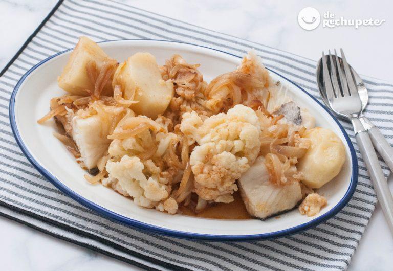 Bacalao con coliflor, patatas y refrito. Receta tradicional gallega