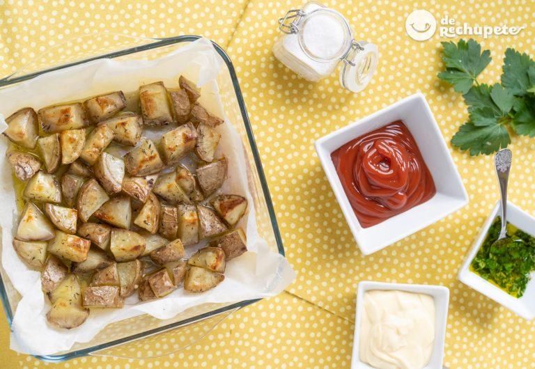 Patatas asadas en el horno. Receta tradicional de guarnición