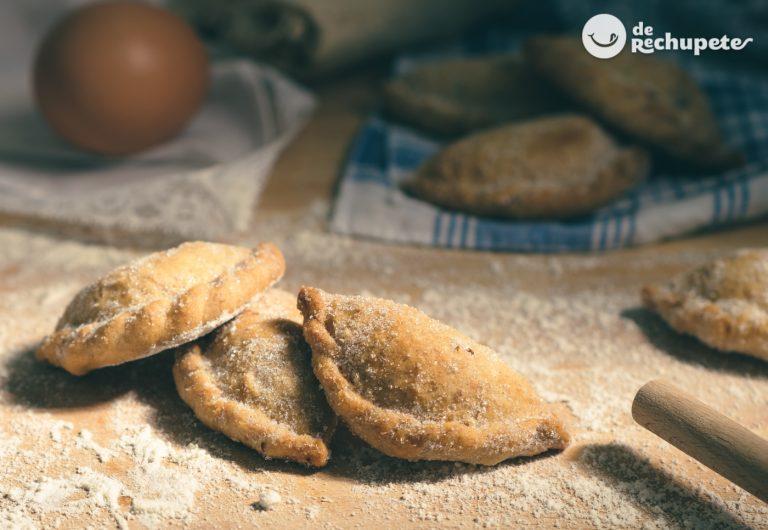 Empanadillas dulces rellenas de cabello de ángel o dulce de cidra. Postre tradicional andaluz