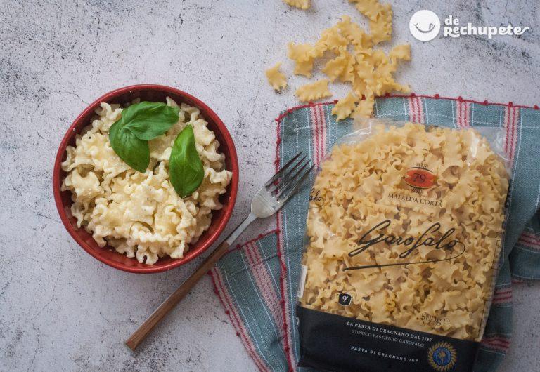 Pasta con salsa de ricotta y albahaca. Receta italiana fácil y deliciosa