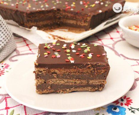 Tarta de galletas con crema de chocolate. Tarta de la abuela casera
