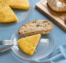 Tortilla de patatas sin huevo. Receta vegana o especial para intolerantes al huevo